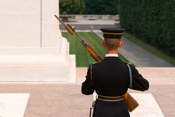 Soldier at the tomb of the unknown soldier