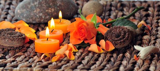 Rose und Kerzen