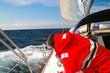 Skipper auf seinem Segelboot