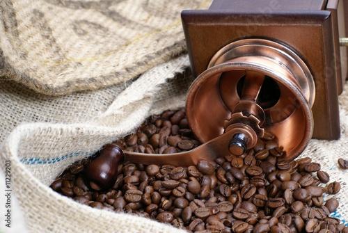 caf en grains pr t moudre de chris32m photo libre de droits 11229203 sur. Black Bedroom Furniture Sets. Home Design Ideas