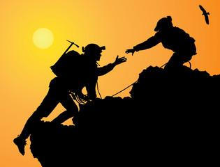 Montañeros haciendo cumbre