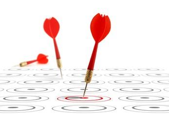 image - flèche et cible symbole du marketing stratégique