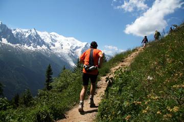 Promenade face au Mont-Blanc
