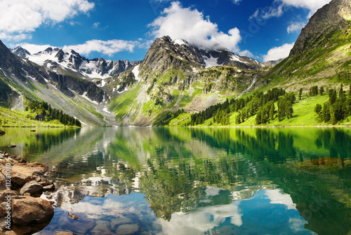Mountain lake © Dmitry Pichugin
