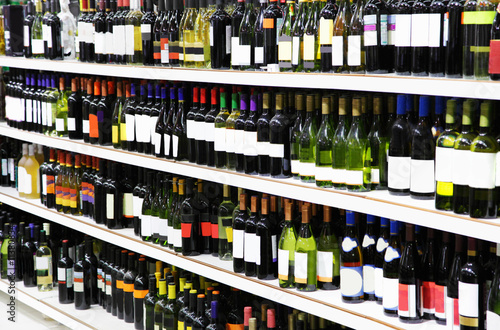 Papiers peints Au marche Wine in a supermarket