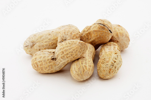 Salted peanuts in shell