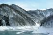 ダム湖の冬