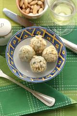 Praline di gorgonzola ricoperte alle mandorle - Antipasti T A A