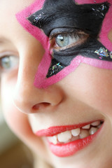 Regard jeune fille maquillée
