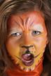 Portrait enfant maquillé en tigre