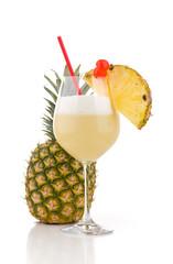 Pina Colada vor ganzer Ananas