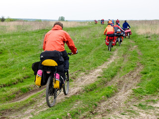 Travelling cyclists