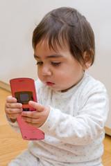 bambino al telefono