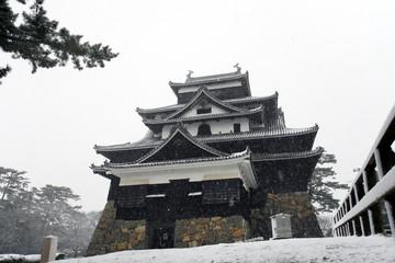 雪の松江城