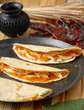 Quesadillas (tacos con queso) de mole con pollo. México