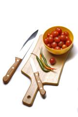 Tomates y chiles listos para salsa