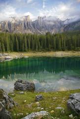 kristallklarer Karersee in Dolomiten