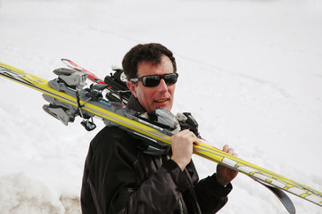 Man carrying skis