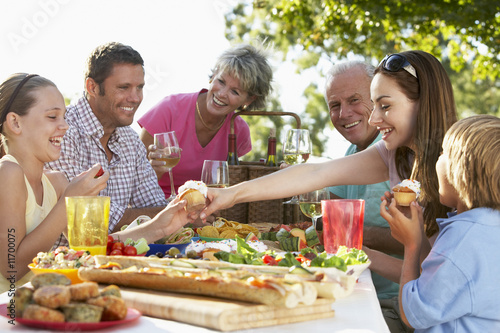 Family Dining Al Fresco - 11700075