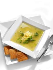 Sopa de huevo con brocoli