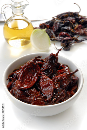 Chiles chipotles en salsa
