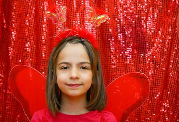 papillon rouge souriant