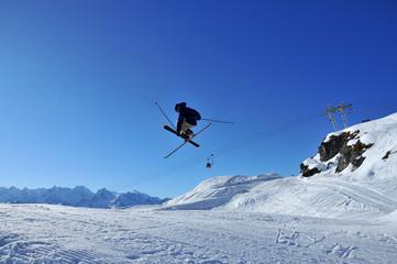 Aeroski: a skier performs a tele-heli