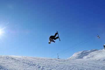 Aeroski: snowboarder upside down