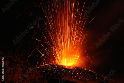 Ätna Eruption - 11895067