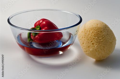 Wasserschüssel mit Paprika