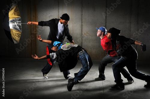 Plexiglas Dans Hip Hop Men Performing