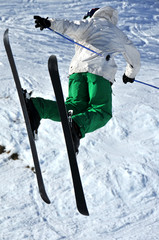 Aeroski: skier in mid flight