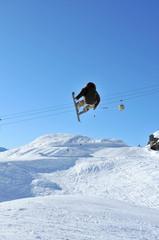Airoski: a skier performing a tele-heli