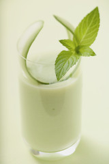 savoury cucumber drink with mint leaf