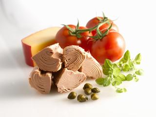 tinned tuna, capers, oregano, tomatoes and edam cheese