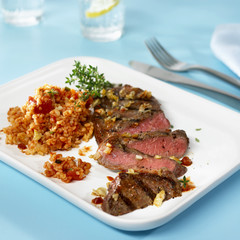 barbecued rump steak with bulgur and tomato salad