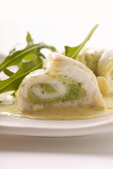 fish rolls with pesto, rocket and white sauce