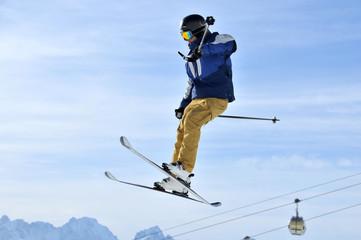 Aero-ski: skier performing a full turn