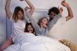 famille lit joie bonheur