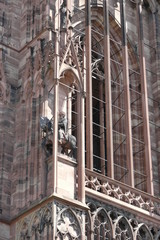 statua sul portone