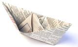 petit bateau en papier journal poster