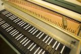 clavecin-ancien-ouvert