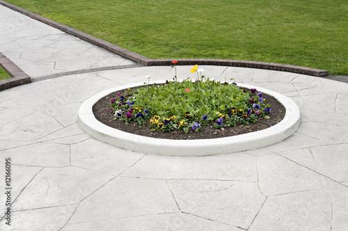 Leinwandbild Motiv walkway flower bed