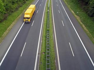 LKW auf Autobahn