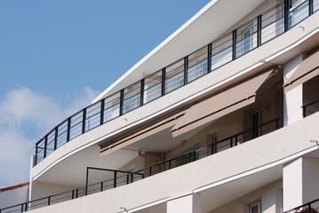 façade blanche