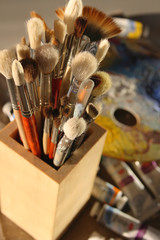 It is a lot of brushes for painting in a wooden glass
