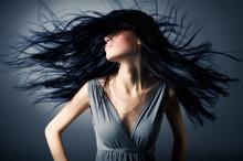Женщина с трепета волос