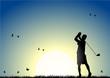 roleta: Man playing golf at sunset