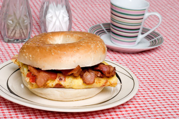 Omelet with bacon sandwich