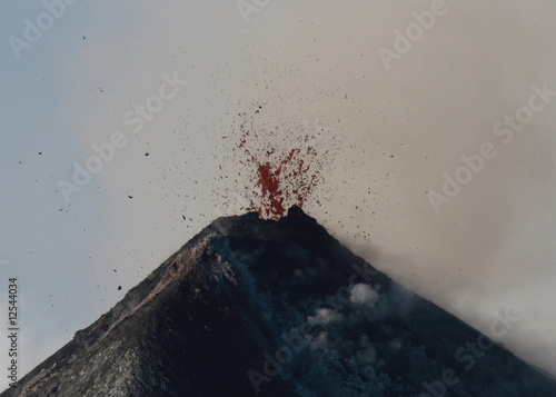 Gipfeleruption am Vulkan Fuego in Guatemala